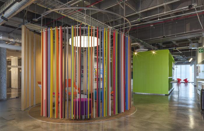 1450平方工业风办公室进门区域装修设计案例效果图