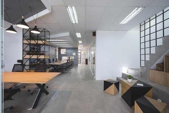 180平方科技公司办公室装修实景图