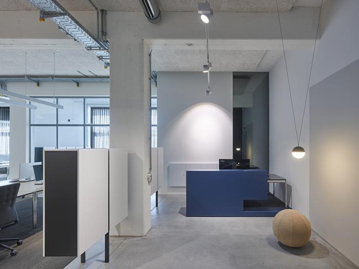策划公司小型办公室装修设计效果图
