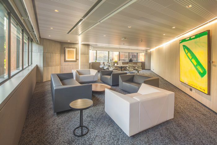 贷款金融公司办公室交流区域装修设计案例效果图