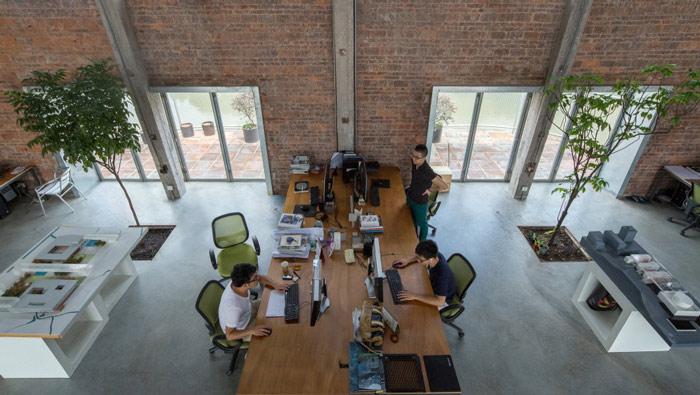 厂房LOFT风格办公室办公桌装修设计案例效果图
