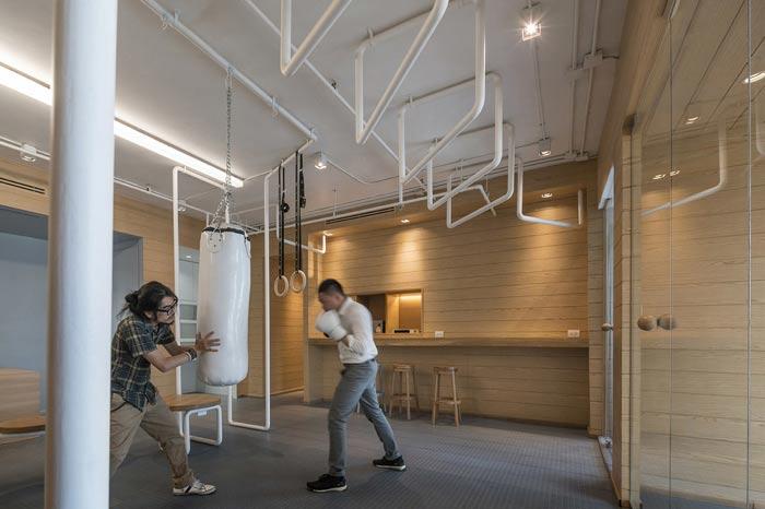 IT创业公司办公室沙袋区装修设计案例效果图