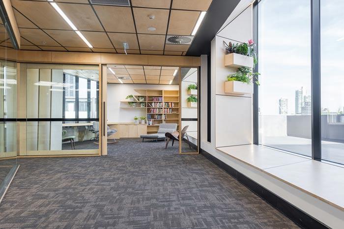 节能公司办公室观景台装修设计案例效果图