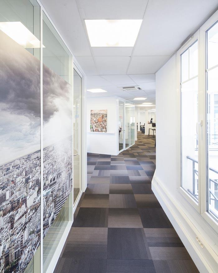 空气环保公司办公室过道装修设计案例效果图