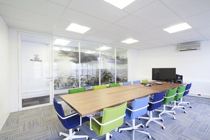 空气环保公司办公室会议室装修设计案例效果图