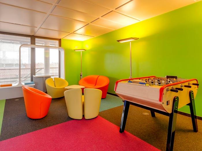 环境监测公司办公室休息区装修设计案例效果图