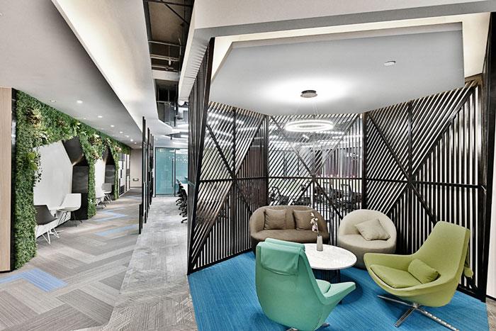 辦公樓設計面積11000平方,共8層樓,設計師在辦公室設計中,就是希望