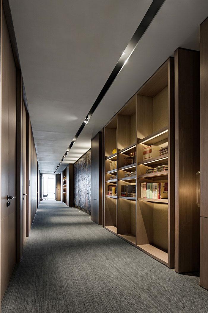 投资公司办公室走廊装修设计效果图