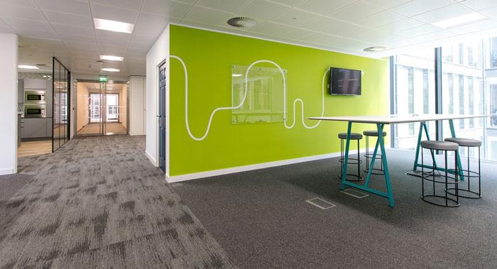 600平方办公室交流背景墙装修设计效果图