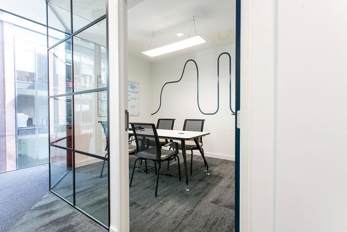 600平方办公室洽谈室装修设计效果图