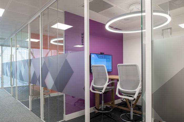 370平方办公室洽谈室装修设计效果图