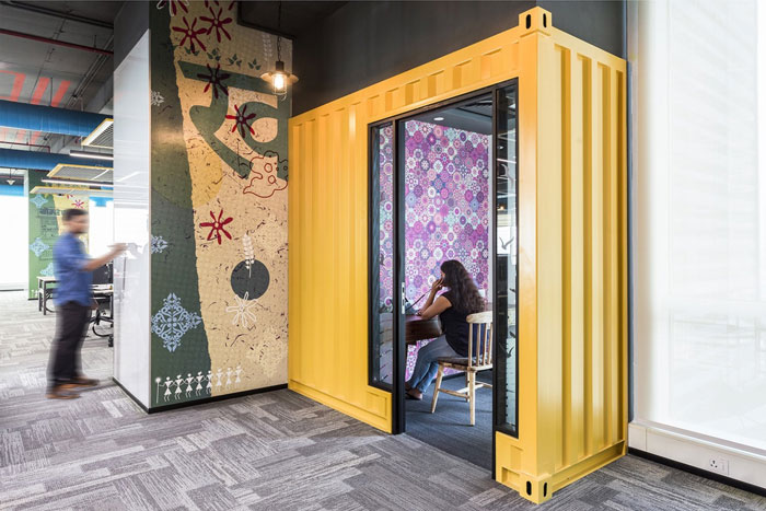 880平方办公室电话区域装修设计效果图