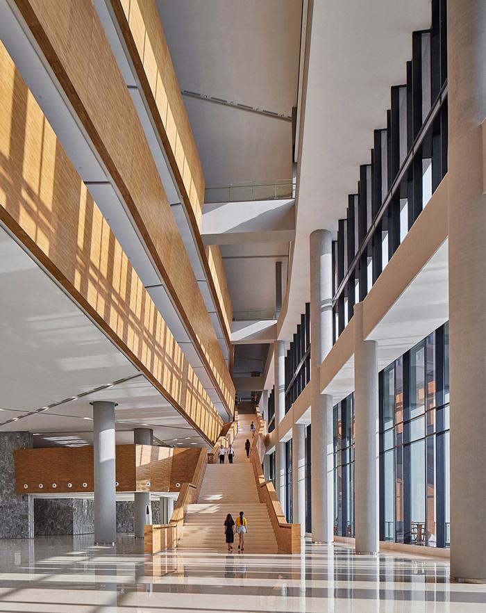 办公楼南侧楼梯装修设计效果图