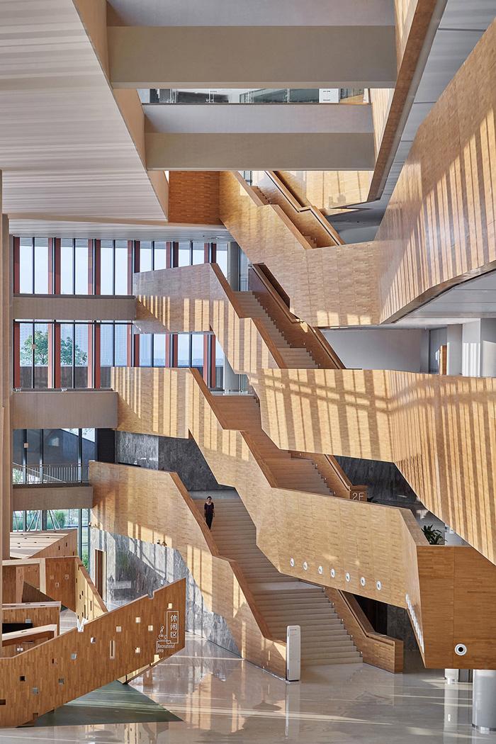 办公楼北侧楼梯装修设计效果图