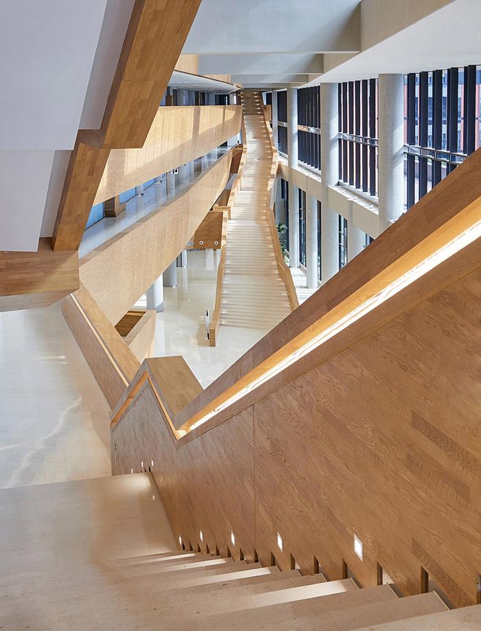 办公楼楼梯装修设计效果图